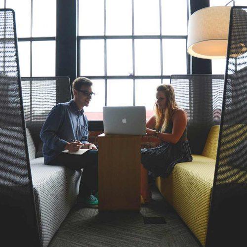 pratiquer-ecoute-active-pour-mieux-vendre